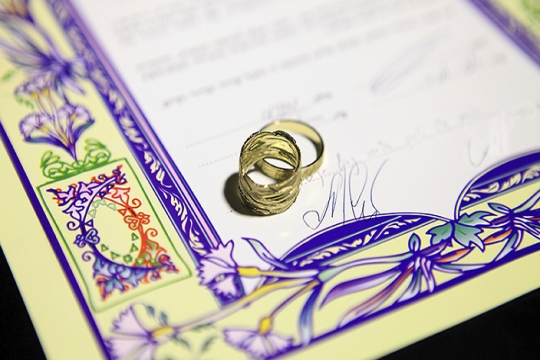 Ketubah with gold rings and purple border